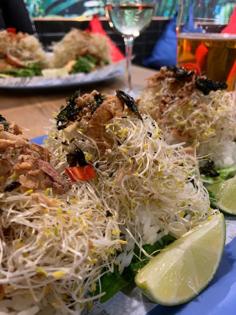 Korean salad wraps Tampereen Lie Mi ravintolassa