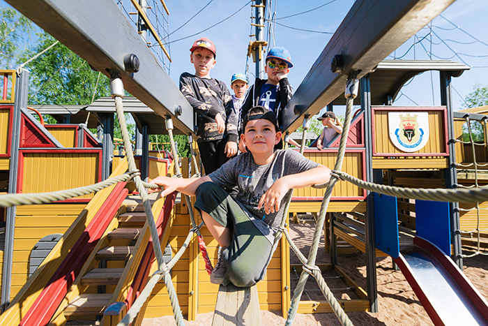 Boys on a pirate ship in Kirjurinluoto.