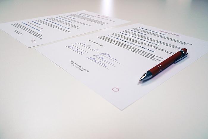 Omenan työntekijöiden allekirjoittama STF-ohjelman sitoumus.