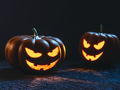 kaiverrettuja Halloween-kurpitsoja